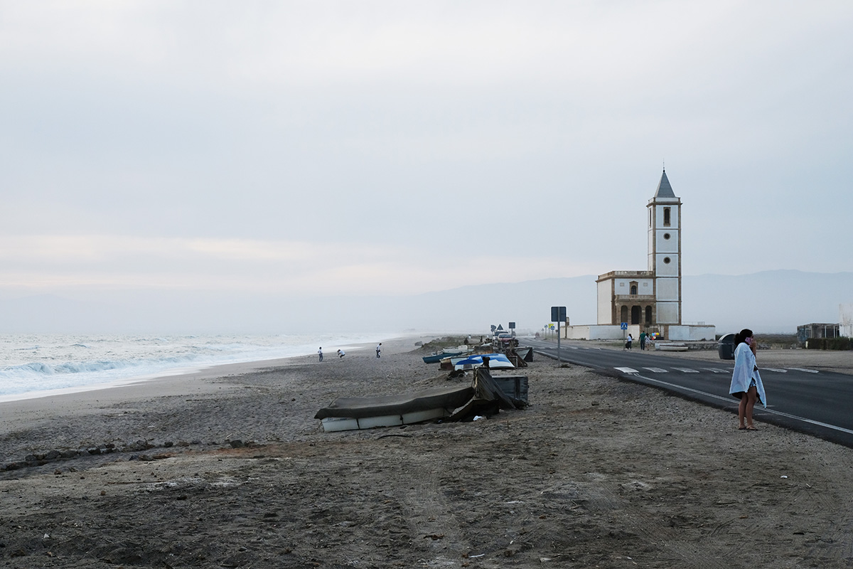 Beach and Church – Suse Güllert